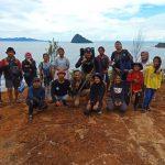 Komunitas Menjaga Pantai Barat (Komantab) saat Monitoring Meriam Bottot 3 di Desa Sitardas, Kecamatan Badiri, Kabupaten Tapanuli Tengah, Sumatera Utara.