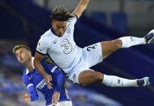 Reece James berjibaku saat menghadapi pemain Brighton tadi malam. James jadi Man Of The Match dalam laga yang di menangkan Chelsea 3-1. (cnn/kaldera)