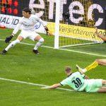 Giovanni Reyna mencetak golnya ke gawang Monchengladbach dinihari tadi. Reyna masih berusia 17 tahun 10 bulan, untuk mencetak gol perdananya di Bundesliga.(transfermarkt/kaldera)