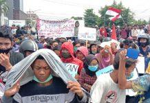 Massa Aksi berkumpul di Bundaran SIB Medan, Kamis (8/10/2020).