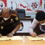 Ketua KPU Medan, Agussyah R Damanik dan Kajari Medan, Teuku Rahmatsyah