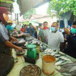 Calon Walikota Medan nomor urut 1, Akhyar Nasution saat kunjungan di Pasar Simalingkar.