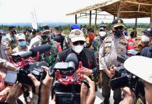 Gubsu didampingi Kapoldasu dan Pangdam I/BB saat meninjau persiapan kunjungan Presiden Jokowi di Humbahas