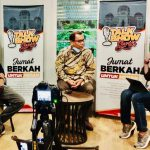 Abdul Hakim Siagian (tengah), Bachrul Chair Amal (paling kiri) saat berbincang dalam talkshow series Begal Merajalela, Benarkah Medan Aman di Cafe Tamoe, Jumat (30/10/2020) malam yang dipandu Armin Nasution (kanan).