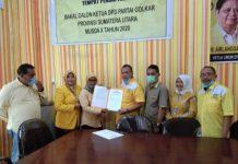 Pengambilan formulir pendaftaran calon Ketua DPD II Golkar Sumut yang diwakilkan oleh Mantan Ketua DPD Golkar Sibolga Sahlul Umur Situmeang.