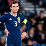 Back Liverpool Andrew Robertson saat menggunakan jersey negaranya, Skotlandia.