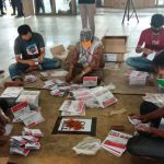 Surat Suara Mulai dirapikan oleh anggota KPU Kota Medan.