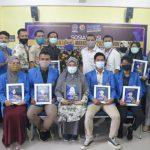 Mahasiswa dan Dosen FISIP UMSU berprestasi foto bersama.