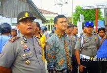 Kombes Pol John CE Nababan (kiri) saat menjabat Kapolres Nias Selatan dengan pangkat Ajun Komisaris Besar Polisi. (int)