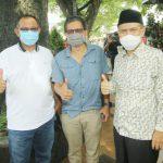 Rocky Gerung (tengah) bersama Akhyar Nasution dan Salman Alfarisi di Merdeka Walk, Medan.(ist)