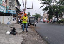 Ibu Yani, Petugas Melati Dinas Kebersihan dan Pertamanan Medan, saat ditemui di kawasan Jalan Brigjend Zein Hamid, Rabu (22/12/2020)
