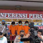 Kapolrestabes Medan Kombes Pol Riko Sunarko memaparkan 3 tersangka yang mengeroyok Zulham, Senin (28/12/2020).