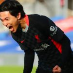 Ekspresi Takumi Minamino usai mencetak gol ke gawang Crystal Palace.(skysport)