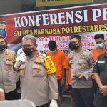 Kapolda Sumut Irjen Pol Martuani Sormin didampingi Kapolrestabes Medan Kombes Pol Riko Sunarko saat konfrensi pers di Rumah Sakit Bhayangkara Medan, Kamis (14/1/2021)