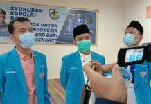 Ketua DPD KNPI Sumut Samsir Pohan (tengah) dan Ketua Harian Ahmad Khairuddin memberikan keterangan pada wartawan, Jumat (22/1/2021).