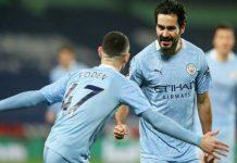 Gelandang serang Manchester City, Ilkay Gundogan, merayakan golnya bersama Phil Foden. City menang 0-5 dan duduk di peringkat 1 klasemen.(indosport/kaldera)