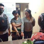 Dua tersangka diamankan Petugas Polrestabes Medan, kemarin. Mereka kedapatan membawa sabu saat ingin membesuk tahanan di sana.(ist)