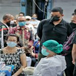 Walikota Medan, Bobby Afif Nasution meninjau pelaksanaan vaksinasi yang tersebar di 4 titik wilayah Kota Medan, Sabtu (27/2/2021).