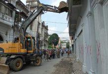 Tim gabungan Pemko Medan merobohkan bangunan eks Harian Portibi di Jalan Ahmad Yani VII, Kecamatan Medan Barat, Kota Medan, Kamis (4/3/2021)