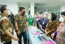 Walikota Medan, Bobby Nasution kembali melakukan inspeksi mendadak (sidak), kali ini menantu Presiden Jokowi itu sidak ke salah satu rumah sakit milik Pemko Medan yaitu Rumah Sakit Umum Daerah (RSUD) Pirngadi Medan, Kamis (4/3/2020).