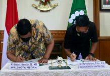 Wali Kota Medan, Muhammad Bobby Afif Nasution dan Rektor Universitas Sumatera Utara (USU), Dr. Muryanto Amin menandatangani Nota Kesepahaman antara Pemko Medan dengan Universitas Sumatera Utara (USU) di Gedung Rektorat USU, Kamis (1/3/2021).