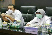 Wakil Walikota Medan, Aulia Rachman didampingi Kadis Ketahanan Pangan, Emilia Lubis saat memimpin rapat kestabilan harga dan bahan pokok di Kantor Walikota Medan, Rabu (7/4/2021)