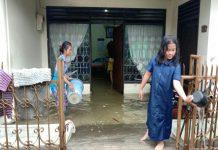 Hujan deras yang mengguyur Kota Medan dari Rabu (7/4/20201) siang hingga sore, merendam puluhan rumah warga di Jalan Arifin, Kelurahan Siti Rejo II, Kecamatan Medan Amplas.