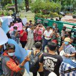 Sejumlah wartawan di Kota Medan melakukan aksi di depan kantor Walikota Medan Jalan Kapten Maulana Lubis, Kamis (15/4/2021).