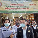 Kelompok Sadar (Pokdar) Kamtibmas Bhayangkara Polda Sumut dan Kakiku Reflexy melakukan giat sosial pembagian paket ramadhan ke sejumlah para penyandang disabilitas di Komplek Cemara Asri, Jumat (23/4/2021).