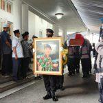 Jenazah Kombes Zulfikar Tarius, adik Gubernur Sumatera Utara (Sumut) Edy Rahmayadi dimakamkan di Taman Makam Pahlawan, Jalan Sisingamangaraja Medan, Senin (26/4/2021).
