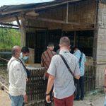 Pensiunan Polri berinisial MP terkapar ditikam pria di warung tuak Desa Pasar Melintang, Kecamatan Lubukpakam.