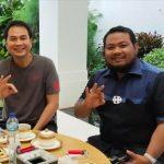 Azis Syamsuddin (tengah) berfoto bersama dengan Walikota Tj Balai M Syahrial (kanan) pada November 2020. Ketua KPK menyebut peran Az dalam mengenalkan Syahrial pada penyidik KPK yang berujung dugaan penyuapan. (Sumber: Instagram HM Syahrial)