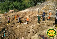 Hingga kini tiga orang dinyatakan tewas dalam longsor yang terjadi di kawasan proyek Pembangkit Listrik Tenaga Air (PLTA) Batang Toru, Kecamatan Batang Toru, Kabupaten Tapanuli Selatan (Tapsel), Kamis (29/4/2021) malam.