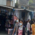 Menjelang Hari Raya Idul Fitri 1442 H, lokasi penjualan pakaian bekas (monja) import di Pajak Sambu, Jalan Sutomo Medan, mulai dipadati para pembeli.