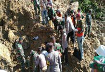 Tim gabungan kembali menemukan dua orang yang diduga korban longsor di kawasan Pembangkit Listrik Tenaga Air (PLTA) Batang Toru, Senin (3/5/2021) dini hari.