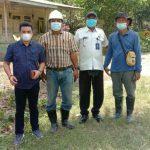 Herman bersama pihak PT MTT melakukan survei titik kordinat untuk pembangunan Boster penampungan air bersih