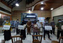 Lembaga Amil Zakat Nasional (Laznas) DPF bersama Ikatan Dokter Indonesia (IDI) dan Persatuan Dokter Umum Indonesia (PDUI) Sumatera Utara (Sumut) memberikan bantuan kepada Bilal mayit dan penggali kubur di Kota Medan.