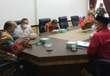 Wakil Bupati Langkat, Syah Afandin menerima pengurus Dunia Melayu Dunia Islam (DMDI) Langkat di Ruang Kerja Wakil Bupati Langkat, Kamis (27/5/2021).