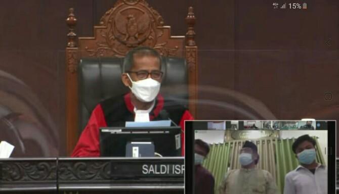 Ketua tim Pemenangan Dahlan- Aswin Parinduri Syahrul Efendi Lubis menanggapi keterangan saksi terkait dalam sidang Mahkamah Konstitusi Republik Indonesia (MK RI)