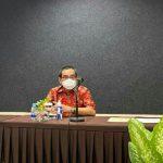 AKBP Suharno, Kasubdit Wisata Dit Pam Obvit Kepolisian Daerah Sumatera Utara (paling kiri), Ketua PHRI Sumut Denny S Wardhana dan Melkhy Waas (paling kanan) saat membahas MoU Polri dan BPP PHRI tentang kepariwistaan di Garuda Plaza Hotel Medan.
