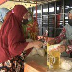 Pemko Medan membuka pasar murah khusus untuk masyarakat ekonomi menengah kebawah di Eks Bandara Polonia Medan, Kamis (10/6/2021).