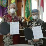 Rektor UIN Sumatera Utara, Prof Dr Syahrin Harahap MA dan Duta Besar Afghanistan untuk Indonesia Faizullah Zaki Ibrahim menandatangani kerjasama (MoU) bidang pendidikan, Selasa (15/6/2021).