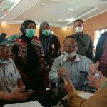 Puluhan orangtua Penerimaan Peserta Didik Baru (PPDB) Sumatera Utara (Sumut) tahun 2021 kembali mendatangi kantor Dinas Pendidikan Sumut di Jalan Cik Ditiro, Selasa (22/6/2021).