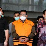 Komisi Pemberantasan Korupsi (KPK) menyerahkan tersangka dan barang bukti kasus Walikota Tanjung Balai M Syahrial (MS) kepada Jaksa Penuntut Umum (JPU) KPK.