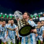 Timnas Argentina akhirnya mengangkat tropi Copa Amerika 2021 setelah di final mengalahkan timnas Brasil 1-0 di Stadion Maracana, Brasil, Minggu (11/7/2021)