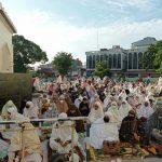 Ribuan jemaah mengikuti Salat Idul Adha 1442 H di Masjid Raya Al Mashun Medan, Selasa (20/7/2021). Para jemaah mengikuti salat dengan mengikuti protokol kesehatan ditengah pandemi Covid-19.