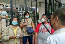 Sebanyak 4 orang warga Kecamatan Medan Polonia mendatangi balai Kota Medan di Jalan Kapten Maulana Lubis, Rabu (4/8/2021)