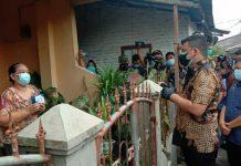 Pemerintah Kota (Pemko) Medan melakukan isolasi terhadap lingkungan 23 Kelurahan Mangga Kecamatan Medan Tuntungan. Isolasi dilakukan karena ada warga di 9 rumah yang dinyatakan positif Covid-19.