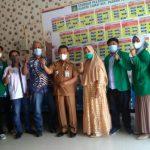 Tim Monitoring KKN UIN Sumut bersama mahasiswa KKN dan Camat Padang Tualang, Ramlan Effendi.