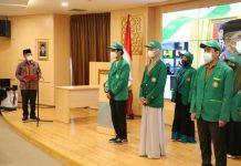Sebanyak 6.407 mahasiswa UIN Sumatera Utara (Sumut) yang baru saja melakukan Kuliah Kerja Nyata (KKN) di masyarakat dilantik Rektor UIN Sumut Prof Dr Syahrin Harahap sebagai kader Moderasi Beragama dan Islam Wasathiyah di Sumut, kemarin.